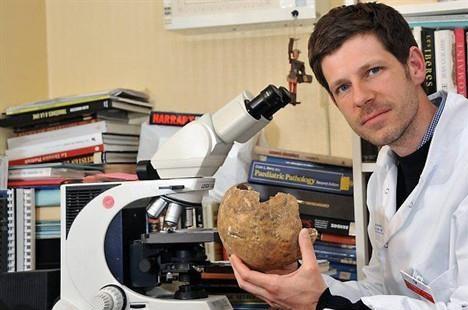 czego uczą nas umarli, archeologia, trupy