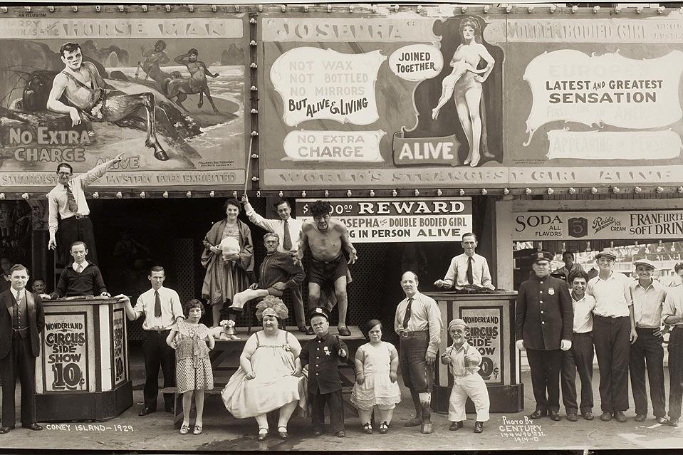 Coney Island 1929 r. Zdjęci zrobił Edward J. Kelty, fotograf, który podróżował z cyrkami po Ameryce.