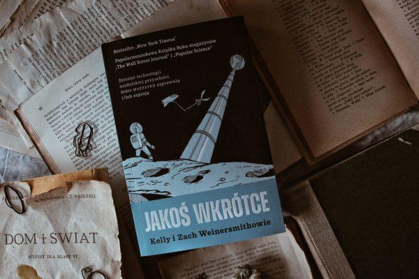 jakoś wkrótce, insignis, bardziej lubię książki, futuryzm
